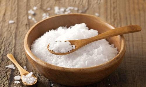 khử mùi nhà ăn bằng muối