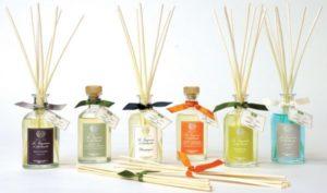 Sử dụng tinh dầu giúp mang lại hương thơm cho nhà bếp