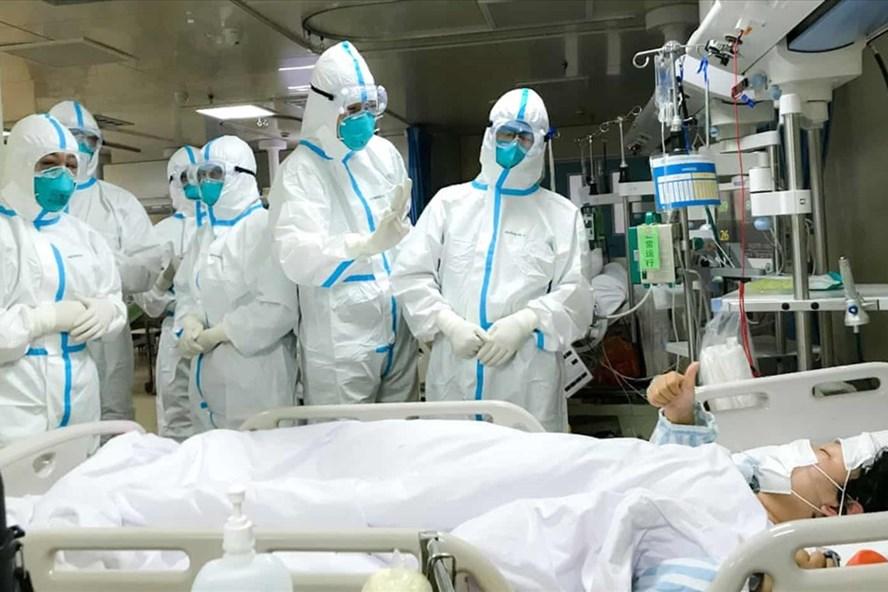Sử dụng khẩu trang khi ra ngoài hay tiếp xúc với người bệnh là biện pháp ngừa virus corona cần thiết