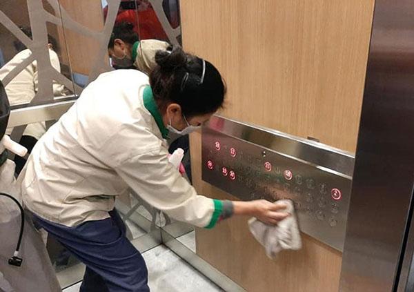khử khuẩn thang máy