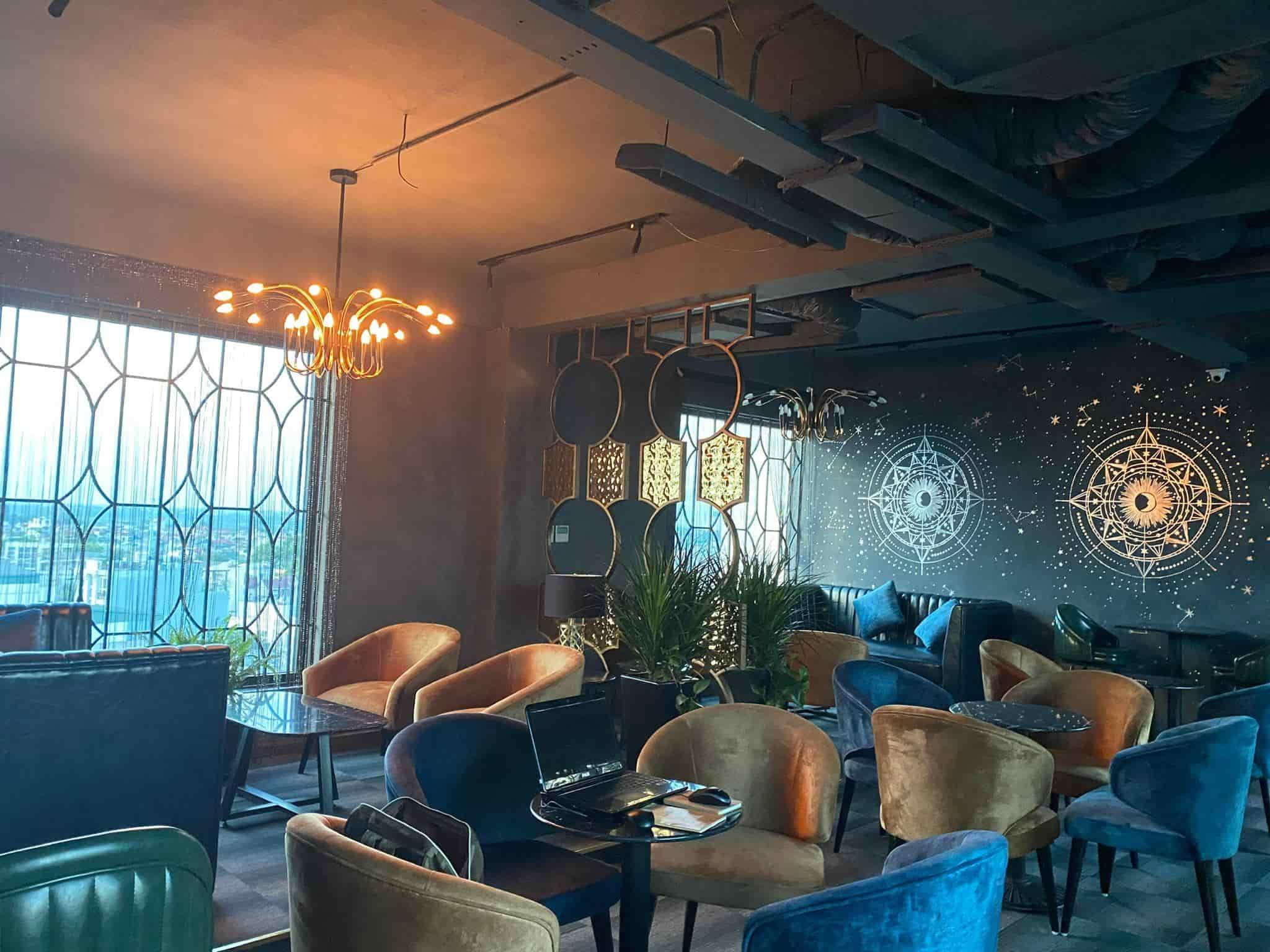 Stella Mixology Bar từ lâu đã được biết đến là địa chỉ quen thuộc của các bạn trẻ Hà Nội