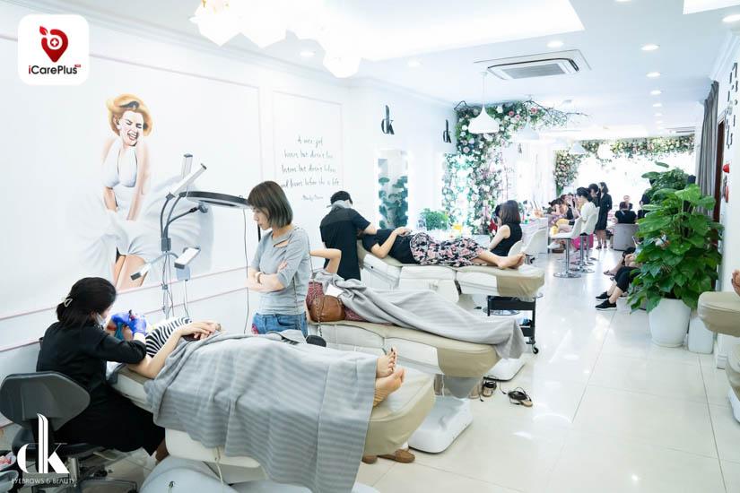 DK Eyebrows & Beauty thường xuyên đón tiếp hàng trăm khách hàng mỗi ngày